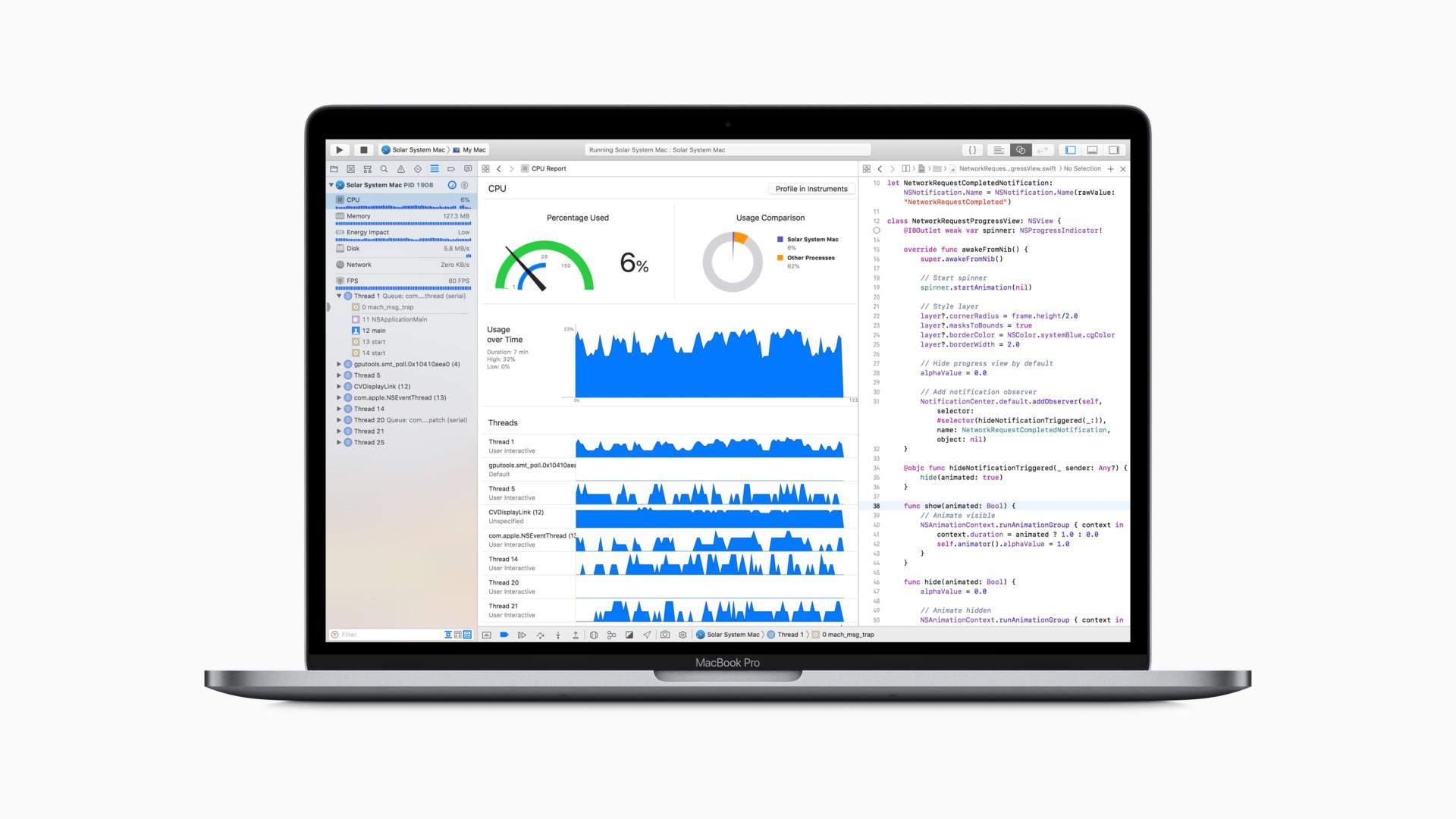 Изображение включённого MacBook Pro 2018 во фронтальной проекции: на экране программный код