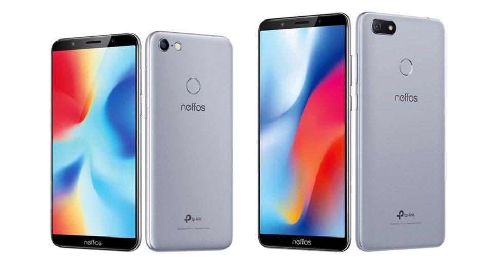 На иллюстрации с двух сторон изображены два безрамочных смартфона Neffos C9 и C9A с двумя SIM–картами