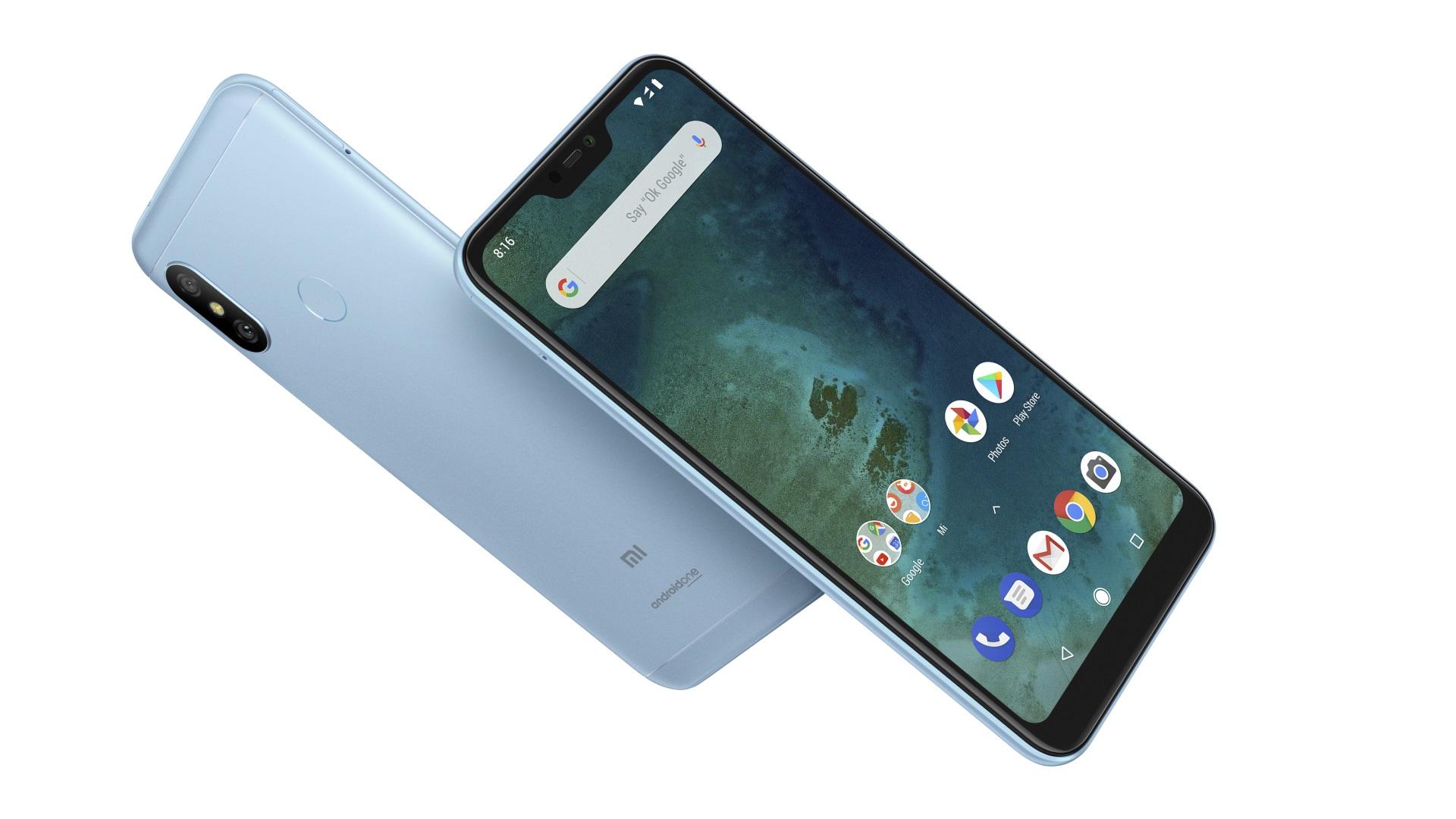 Изображение рендера телефона Xiaomi Mi A2 Lite в корпусе светло–лазурного цвета спереди и сзади