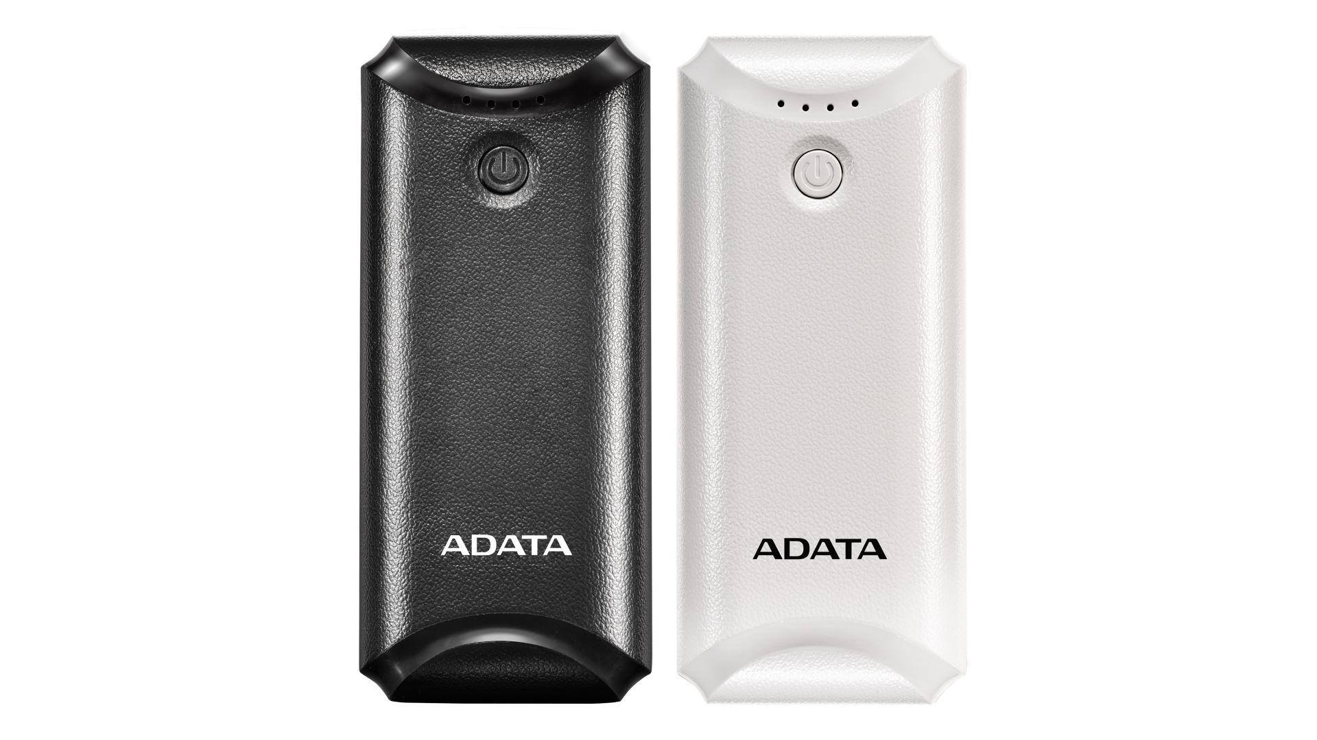 На иллюстрации изображены рендеры аккумулятора ADATA P5000 чёрного и белого цветов с видом сверху