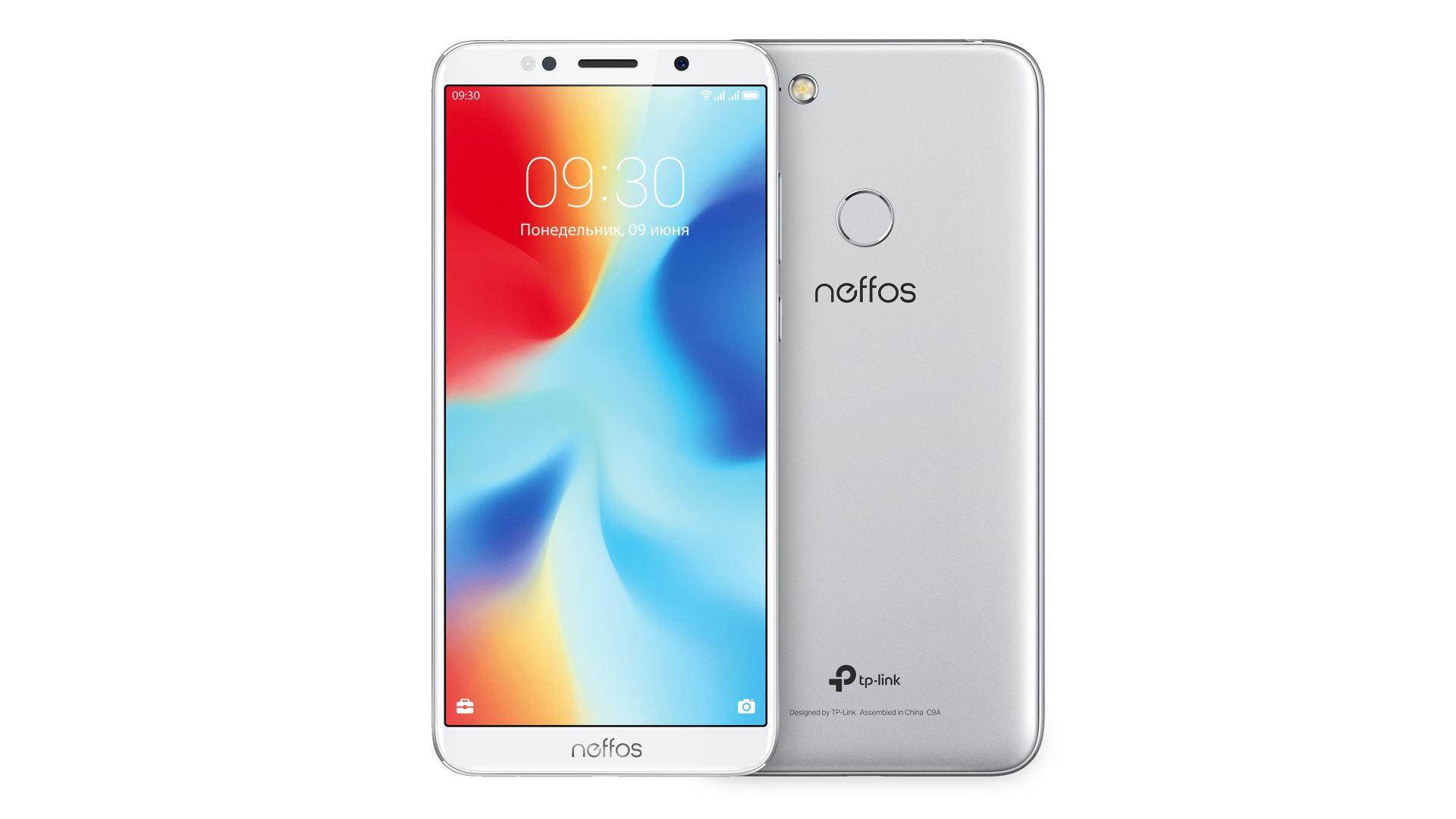 На иллюстрации изображены рендеры смартфона Neffos C9A серебристо–лунного цвета спереди и сзади