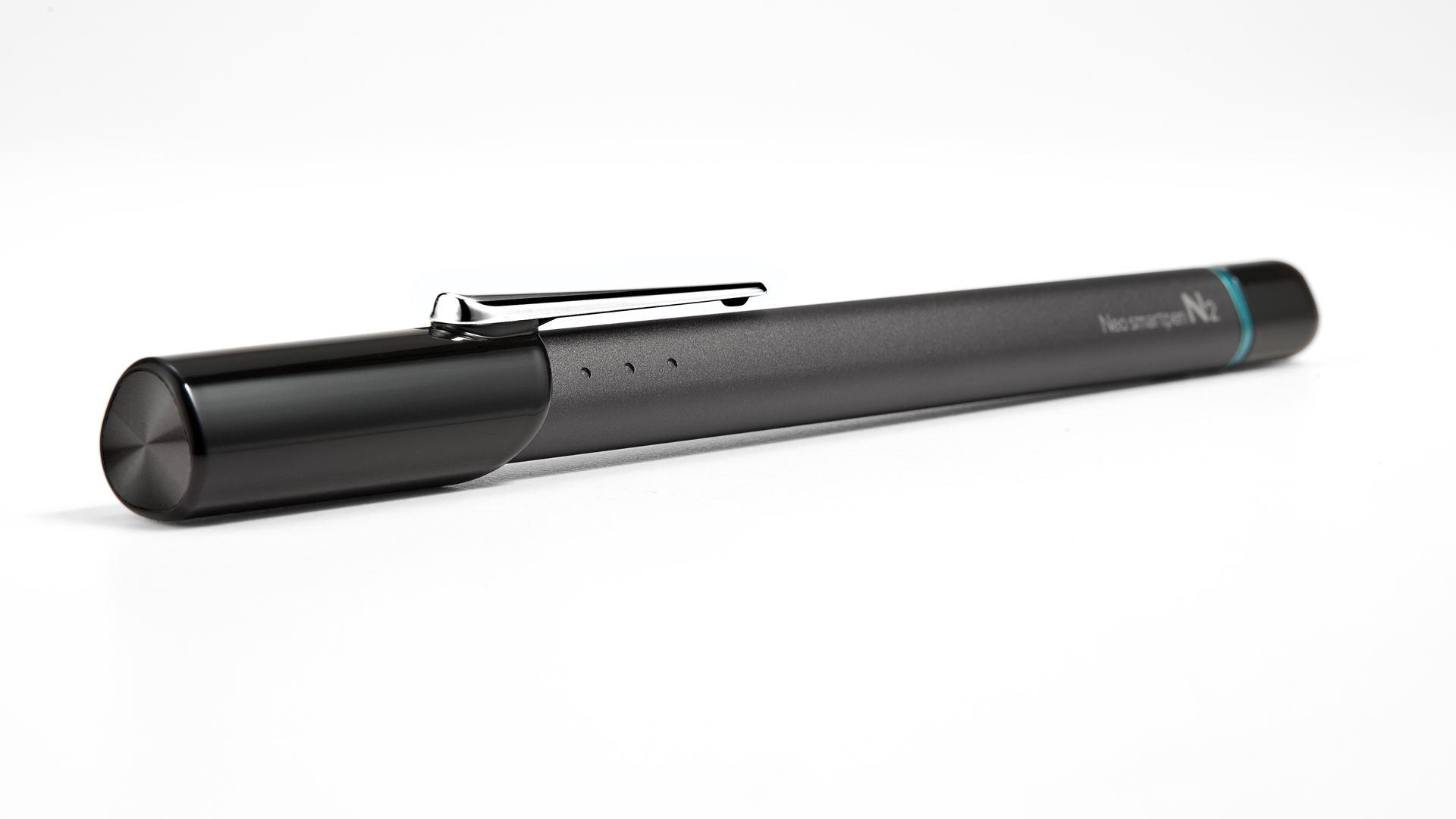 На иллюстрации изображена умная ручка Neo Smart Pen 2