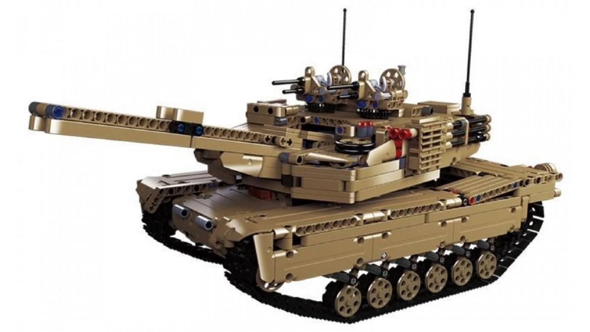 На иллюстрации изображён конструктор Lepin Techician в сборке с танковой башней