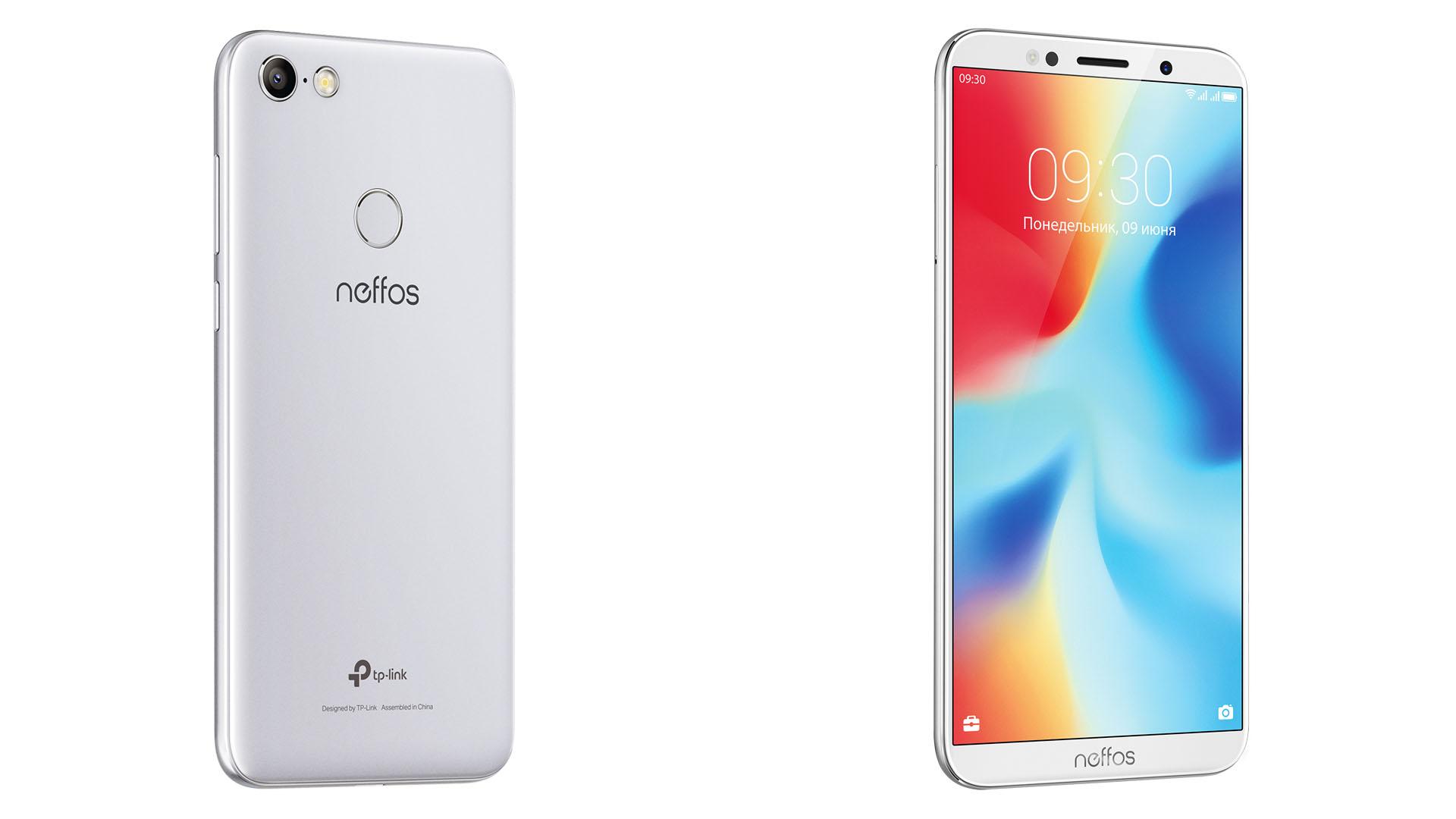 На иллюстрации изображены рендеры смартфона Neffos C9A серебристо-лунного цвета спереди и сзади под углом