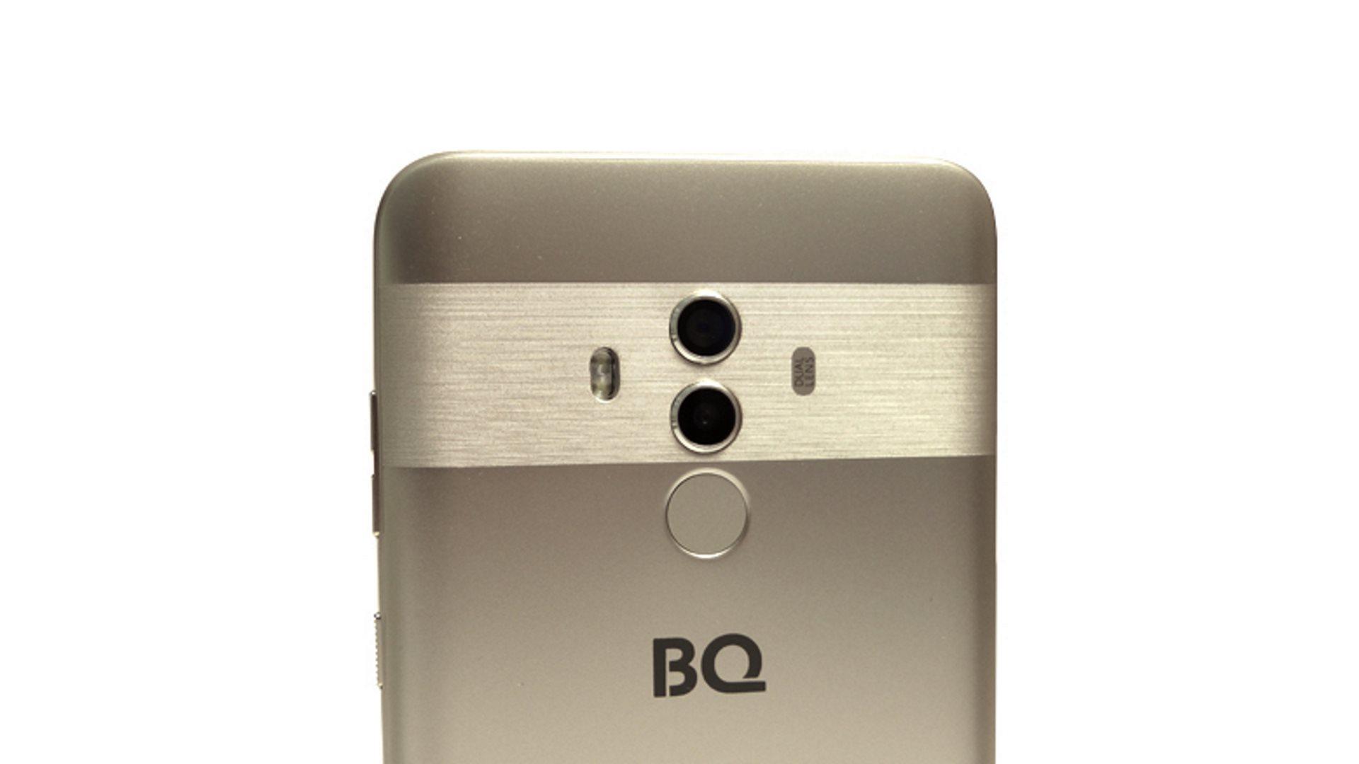 На иллюстрации изображена верхняя часть смартфона BQ-5517L Twin Pro золотого цвета сзади