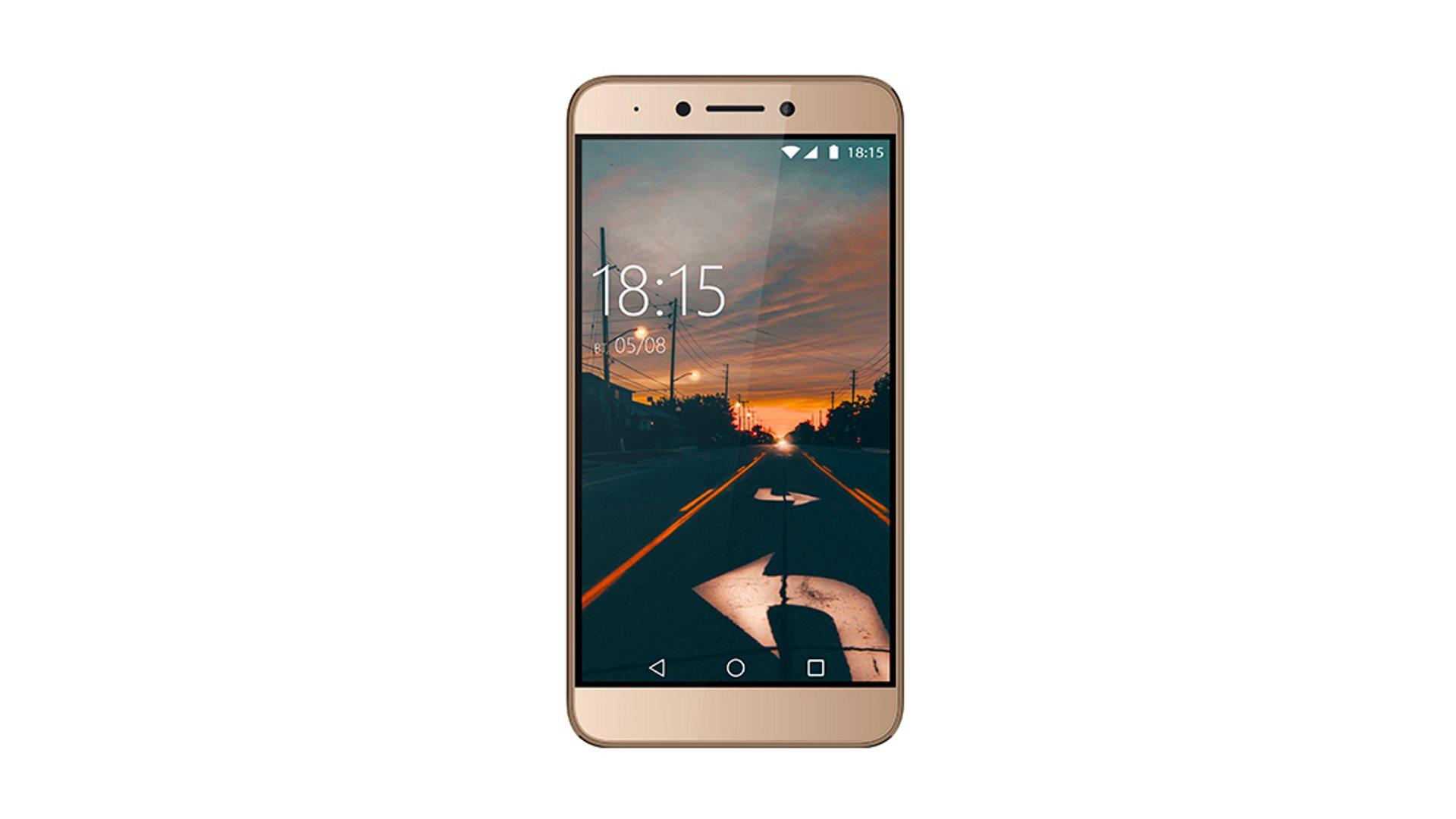 На иллюстрации изображён смартфон BQ-5517L Twin Pro золотого цвета с видом спереди
