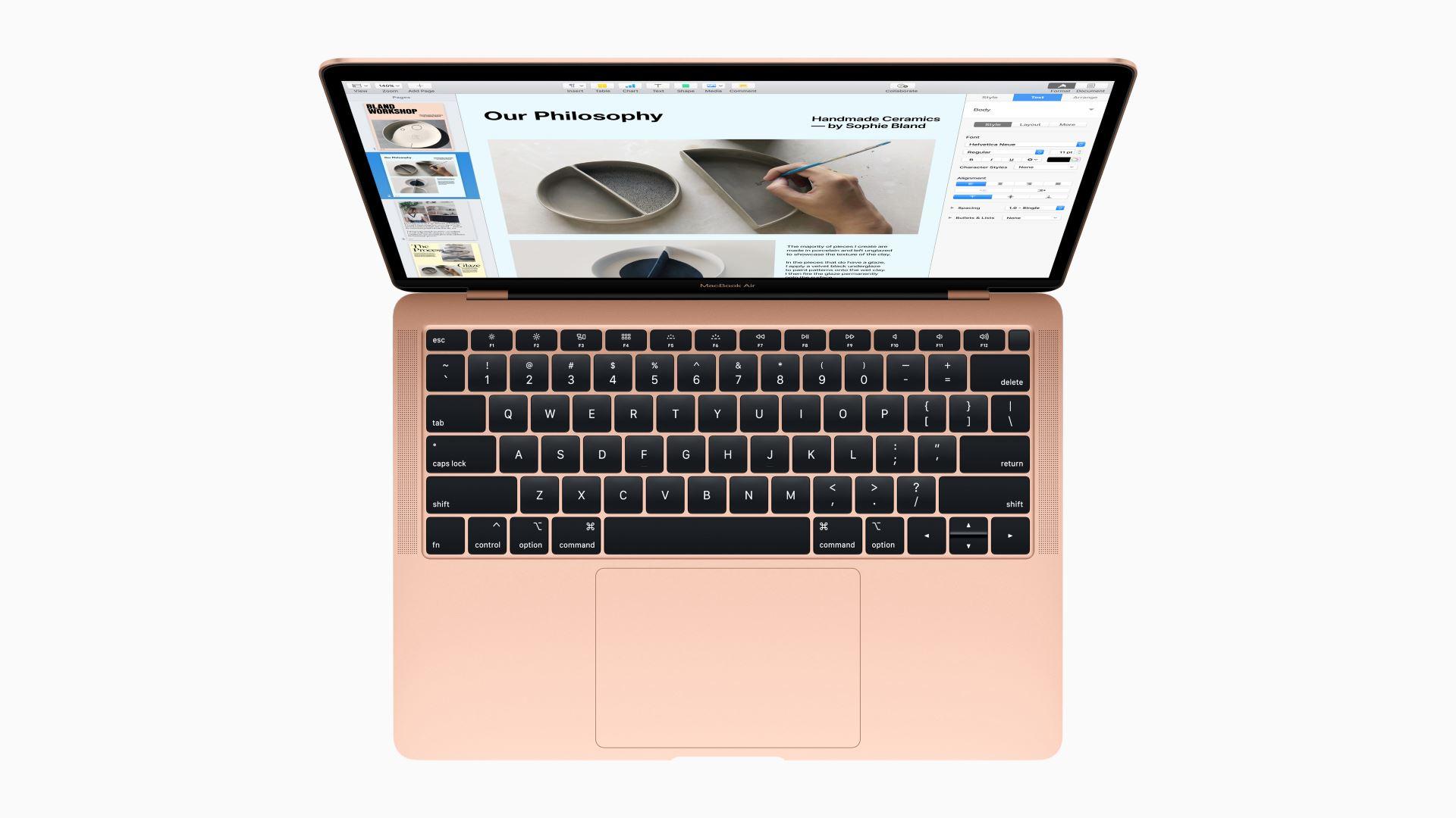 На иллюстрации изображён ноутбук MacBook Air 2018 золотого цвета в раскрытом состоянии