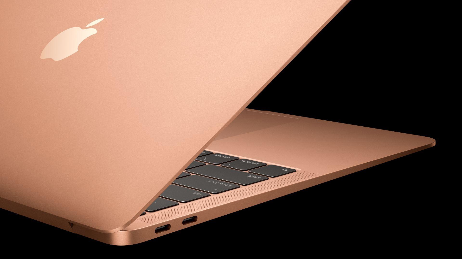 На иллюстрации изображён ноутбук MacBook Air 2018 золотого цвета в полуоткрытом состоянии