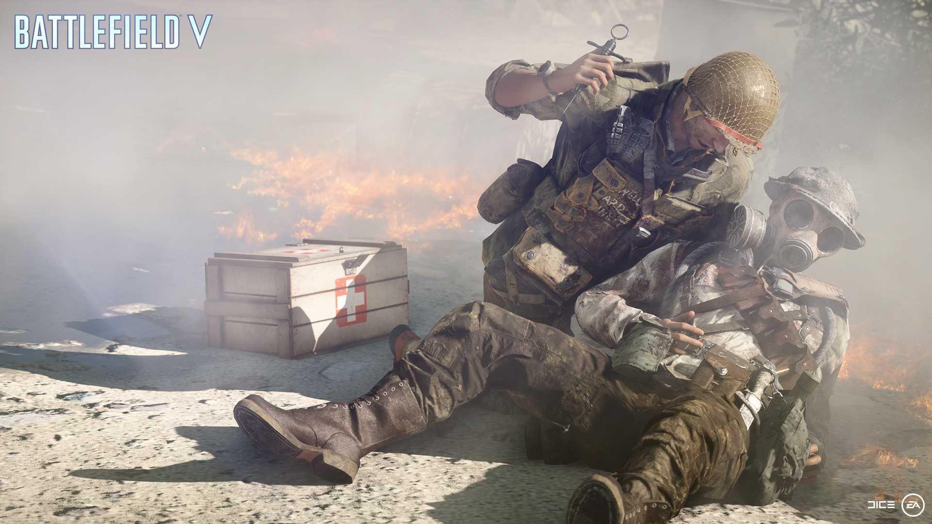 На иллюстрации изображена сцена из игры Battlefield V: медик со шприцом возрождает бойца на поле боя на фоне ящика с медикаментами